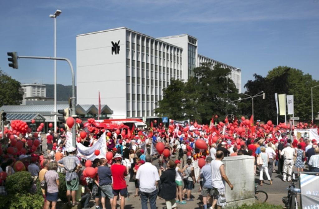 2500 Menschen demonstrieren vor dem WMF-Haupttor Foto: Horst Rudel