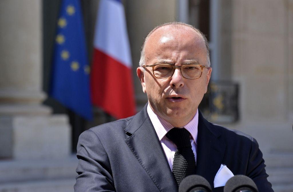 Frankreichs Innenminister Bernard Cazeneuve hat an die französischen Staatsbürger appelliert. Foto: Getty Images