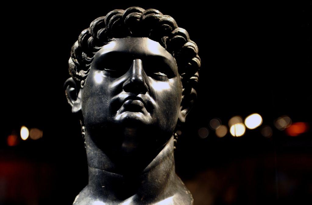 Der Schreckenskaiser ganz in Schwarz: Nero-Büste aus römischer Zeit Foto: AFP
