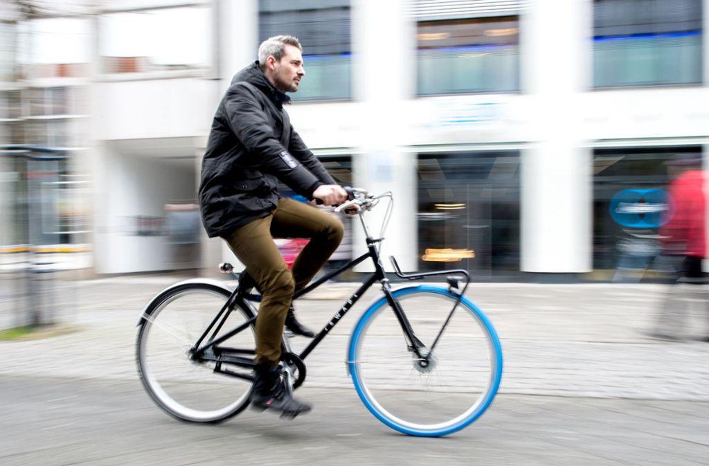 Bald auch in Stuttgart: mit dem Abo-Rad durch die Innenstadt Foto: dpa/Hauke-Christian Dittrich