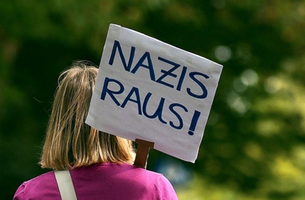 Seit dem Vormittag haben sich hunderte Menschen aus Protest gegen einen geplanten Aufmarsch der rechtsextremistischen Autonomen Nationalisten in Göppingen zu einer Gegendemo versammelt. (Symbolbild) Foto: dpa