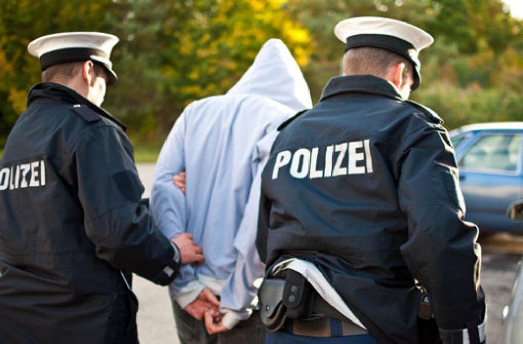 In Böblingen hat die Polizei am Dienstag einen mutmaßlichen Exhibitionisten vorläufig festgenommen (Symbolbild). Foto: maltomedia werbeagentur/Shutterstock