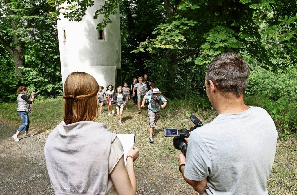 Film ab: Am Engelbergturm sind die Kinder dem Giftmischer aus der Spur. Foto: factum/Bach