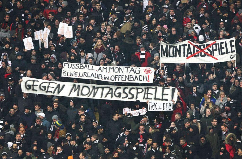 Fans von Eintracht Frankfurt haben in Wertheim randaliert (Symbolbild). Foto: AFP