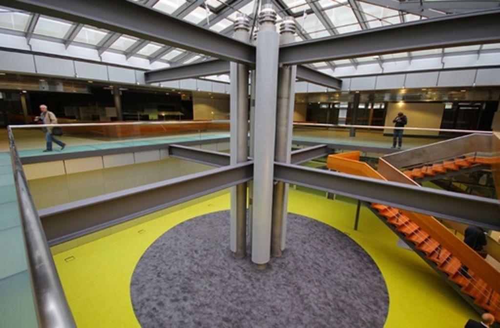 Ortsbegehung in Stuttgart-Vaihingen: Architekten und Stuttgarter Wirtschaftsförderung haben durch die frühere IBM-Zentrale des Stararchitekten Egon Eiermann geführt - wir haben die Bilder. Foto: FRIEBE|PR/ Andreas Friedrichs