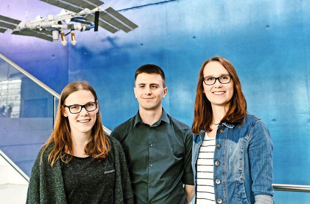 Überflieger: Kira Grunwald, Manfred Ehresmann und Franziska Hild (v. li.) Foto: Lichtgut/Verena Ecker