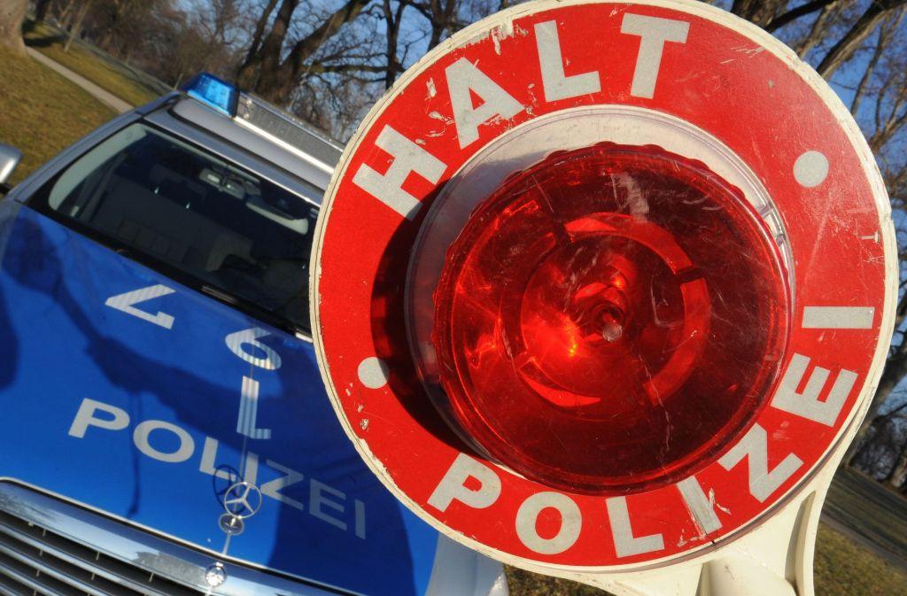 Der junge Mann verursachte einen Schaden an zwei anderen Autos in Höhe von 20.000 Euro (Symbolbild). Foto: dpa