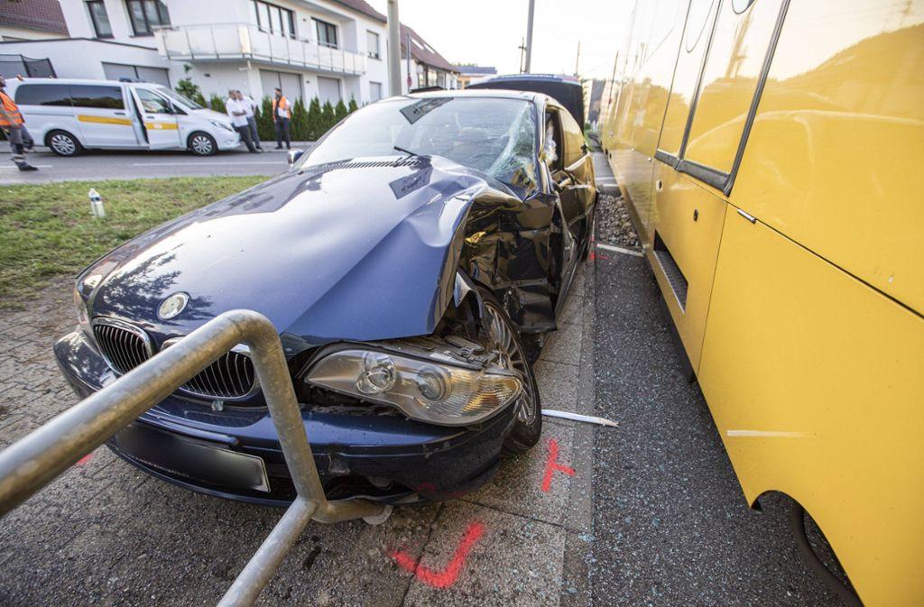 Der BMW musste nach dem Unfall in Leinfelden-Echterdingen abgeschleppt werden. Foto: 7aktuell.de/Simon Adomat