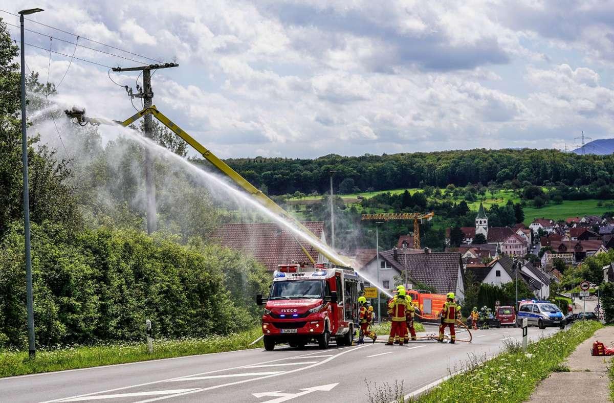 Bei Wartungsarbeiten an einem Strommast in Notzingen wurde ein 37-jähriger Arbeiter schwer verletzt. Foto: SDMG/SDMG / Kohls