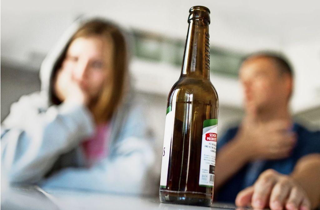 Alkoholmissbrauch kommt in jeder sozialen Schicht vor – auch in scheinbar reibungslos funktionierenden Familien. Foto: dpa