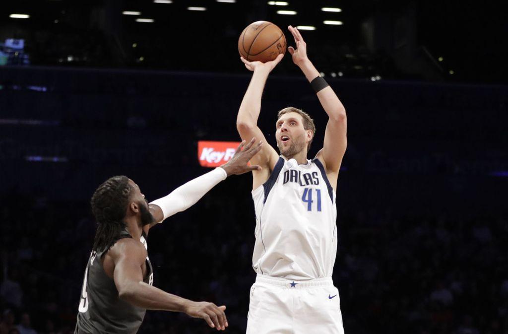 Dirk Nowitzki machte in der Nacht auf Montag sechs Punkte gegen die Houston Rockets. Foto: AP