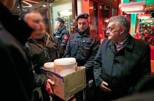 1300 Polizisten durchsuchen Shisha-Bars und Cafés