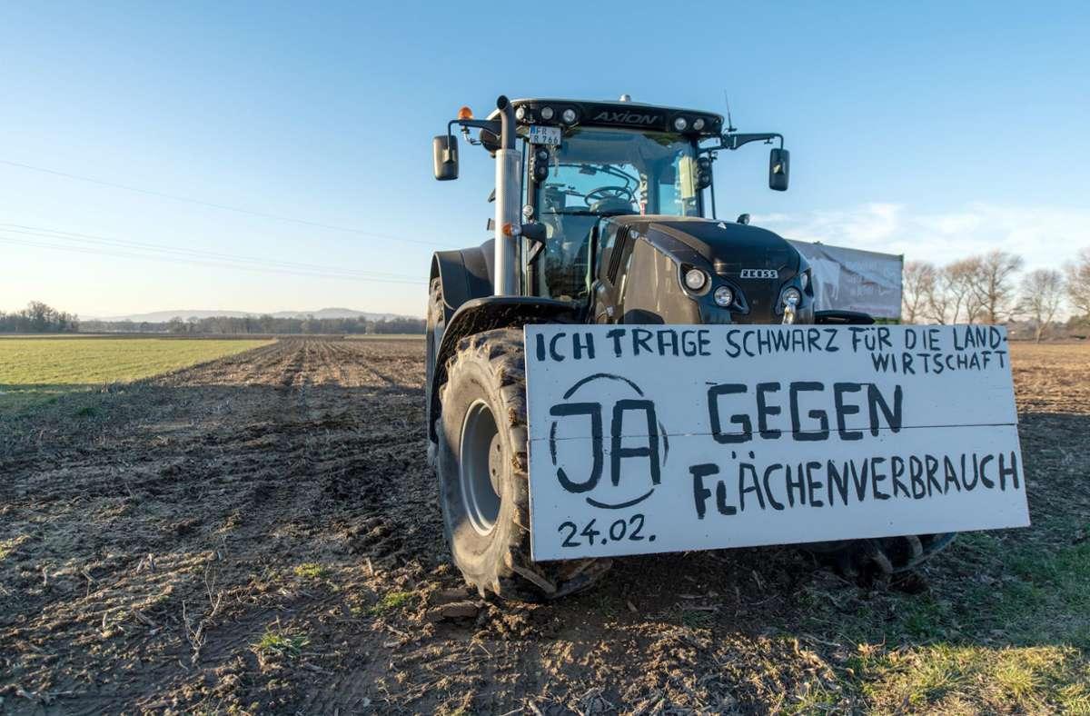 Gegen den Flächenverbrauch gibt es nur vereinzelt Proteste – wie hier vor einem Bürgerentscheid um ein geplantes Baugebiet in Freiburg im vergangenen Jahr. Die Mehrheit stimmte für das Baugebiet. Foto: dpa/Patrick Seeger