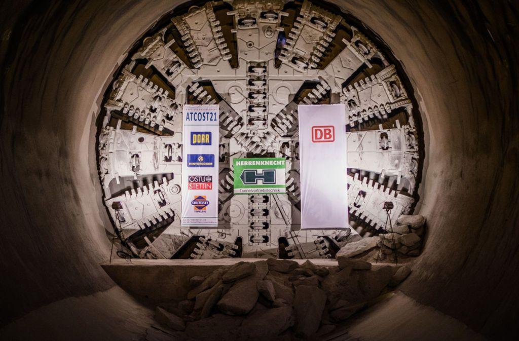 """Derzeit steht """"Suse""""noch in der Mitte des Tunnels ungefähr auf Höhe des Stuttgarter Fernsehturms in fast 200 Metern Tiefe. Foto: dpa/Christoph Schmidt"""