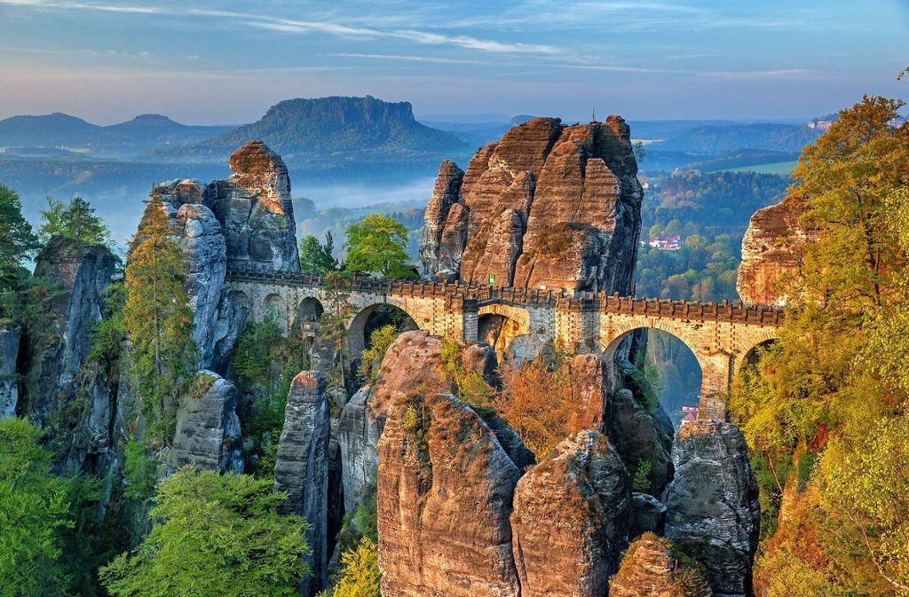 Die Sächsische Schweiz beeindruckt durch eine spektakuläre Felsenlandschaft. In so einer Landschaft zu radeln macht doppelt Spaß.  Foto: Pixabay