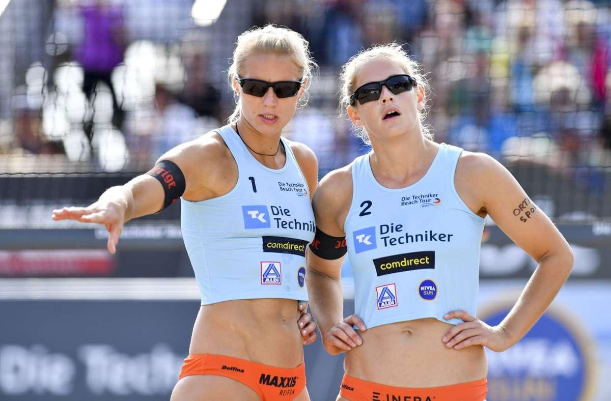 Die Beachvolleyballerinnen Kim Behrens (links) und Cinja Tillmann fühlen sich vom Verband benachteiligt. Foto: imago//Tom Bloch