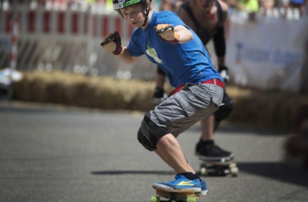 In Waiblingen haben sich am Samstag acht Skater im Boardercross gemessen. Dabei werden verschiedene Disziplinen gemischt. Es geht rasant den Berg runter. Weitere Impressionen zeigt unsere Bildergalerie. Foto: Stoppel