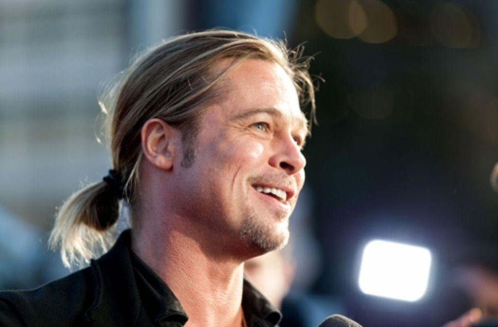 Bei Brad Pitt ging schon  einiges in Sachen Haarfrisur: von der Glatze bis zum lässigen Schling-Dutt. Fotos:Getty Foto: