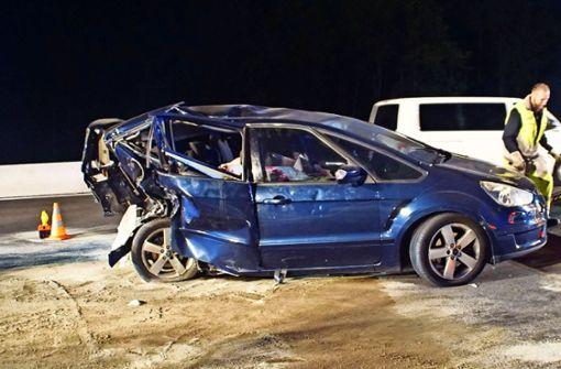 Betrunkener rammt ein Familienauto