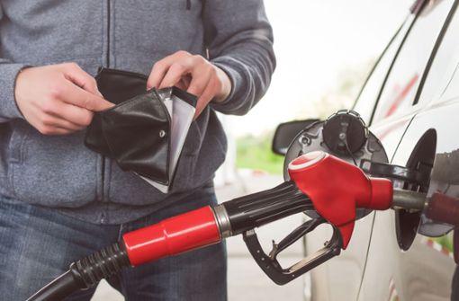 In diesem Artikel erfahren Sie die Gründe, warum Benzin in Deutschland so teuer ist. Die wichtigsten Gründe einfach erklärt.