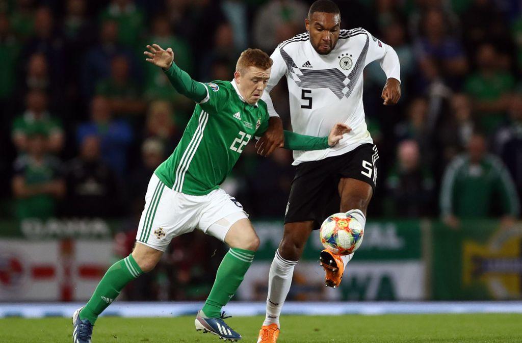 Jonathan Tah (rechts) kann gegen Estland nicht für die deutsche Fußball-Nationalmannschaft auflaufen. Foto: dpa/Christian Charisius