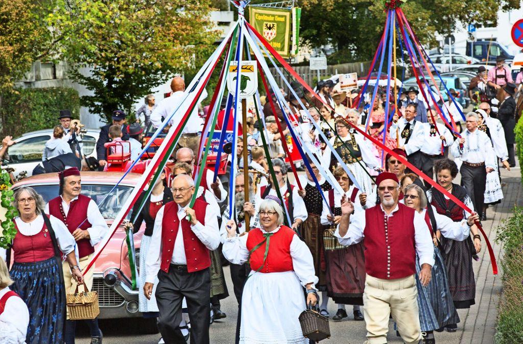 Der Trachtenumzug ist der optische Höhepunkt des Vinzenzifests Foto: Horst Rudel
