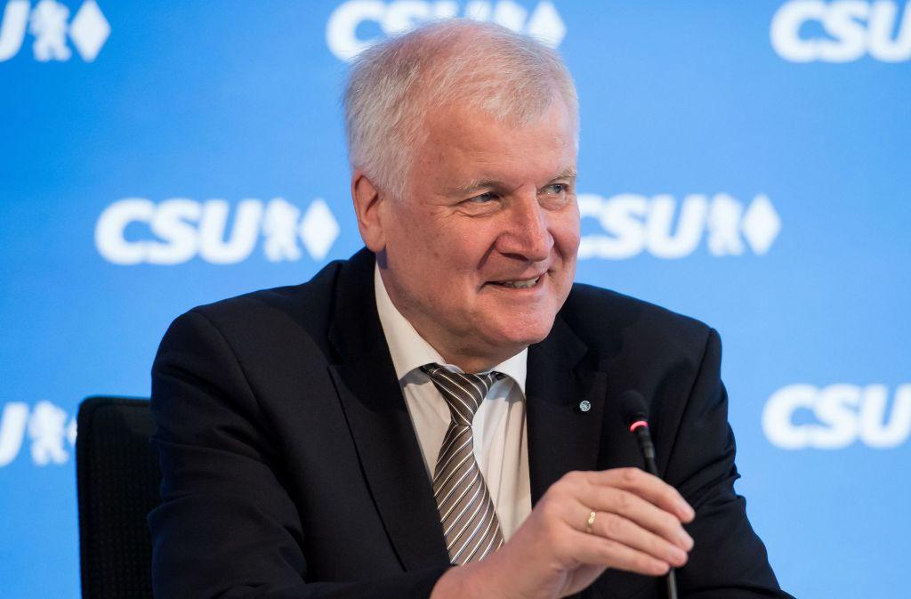 CSU-Chef Horst Seehofer hat sich von der harten Parteilinie in Sachen Homo-Ehe emanzipiert. Foto: dpa