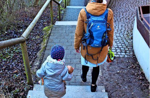Eltern wollen endlich mit Kinderwagen zum Kindergarten kommen