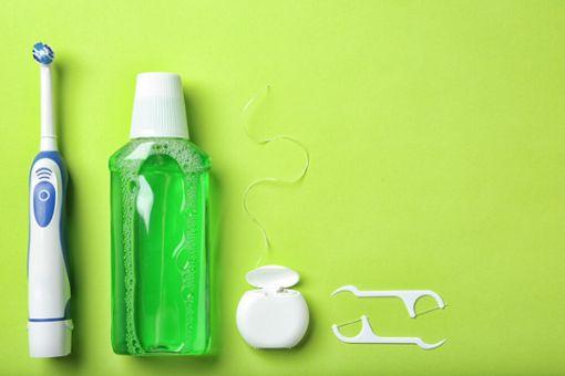 Elektrische Zahnbürste reinigen