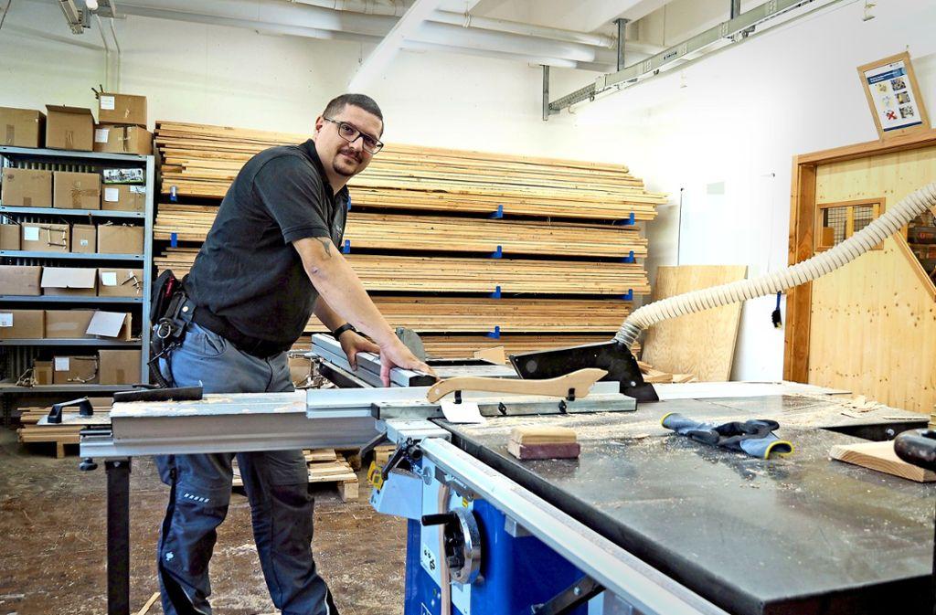 Marco Link hat die Holzwerkstatt ins Leben gerufen. Foto: Kathrin Klette