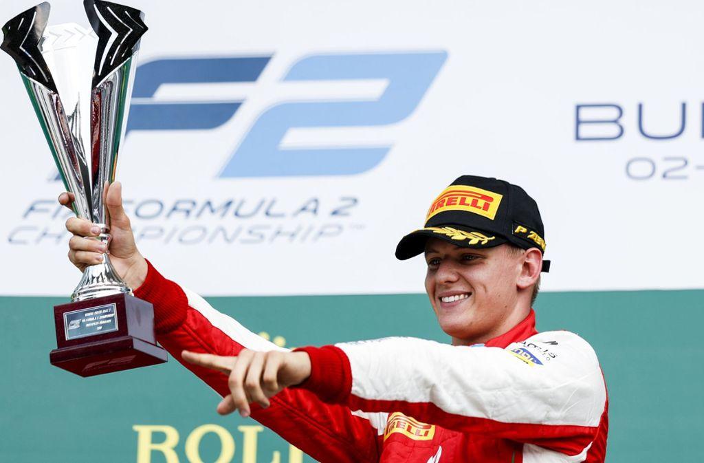 Mick Schumacher von Prema Racing jubelt nach seinem Sieg im Sprintrennen der Formel-2-Meisterschaft auf dem Hungaroring Anfang August. Foto: dpa/James Gasperotti