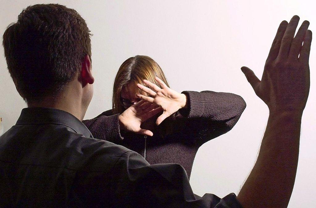 Im vergangenen Jahr musste die Polizei im Landkreis Esslingen beinahe täglich Konflikte um häusliche Gewalt lösen. Foto: dpa/Bernd Weißbrod