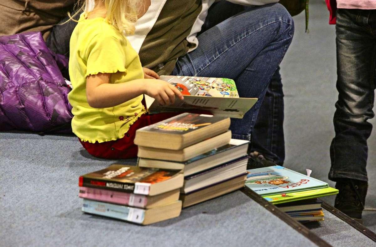 Dicht an dicht zu schmökern, ist wegen Corona in der Bibliothek tabu. Foto: Archiv Sigerist