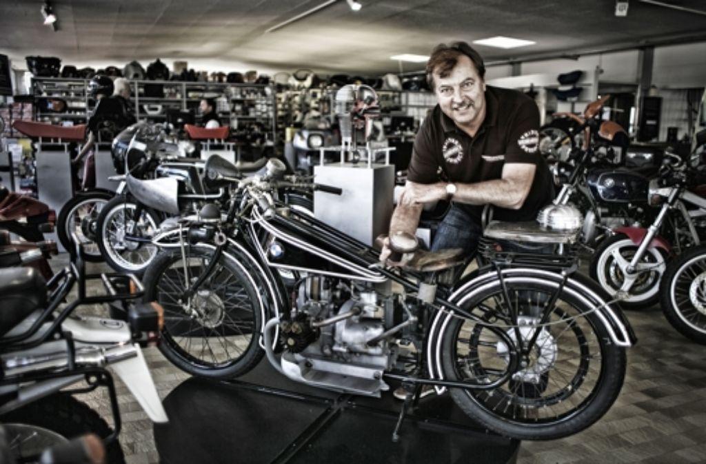 Jochen Siebenrock in seiner Wendlinger Werkstatt Foto: Horst Rudel