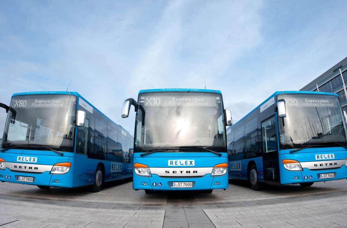 Nicht gelb wie SSB-Fahrzeuge, sondern blau – die Expressbusse der Region Foto: Lichtgut/Oliver Willikonsky