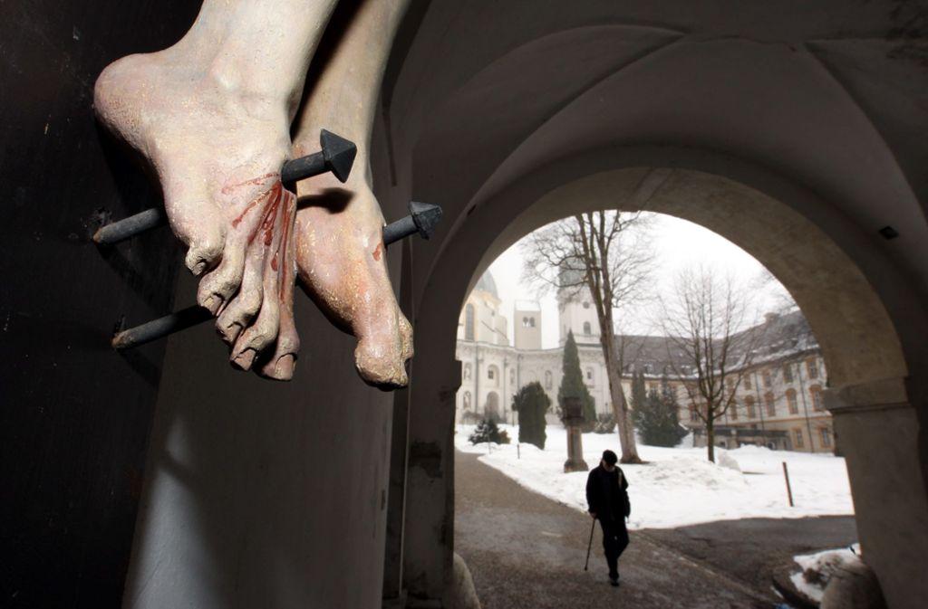 Am Kreuz: Szene aus dem Kloster Ettal, Schauplatz von vielfältigem Missbrauch – und Ort (heute) gründlicher Aufklärung Foto: picture alliance / dpa
