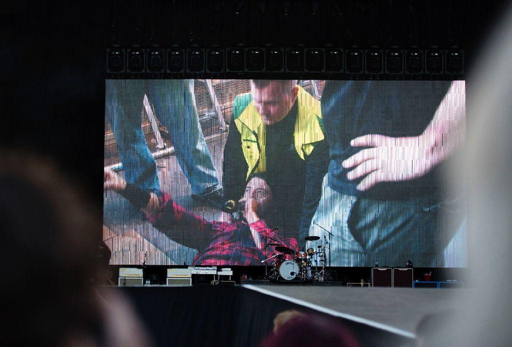 Eine Verletzung kann ihn nicht stoppen: Foo-Fighters-Sänger Dave Grohl macht einfach weiter. Foto: AP