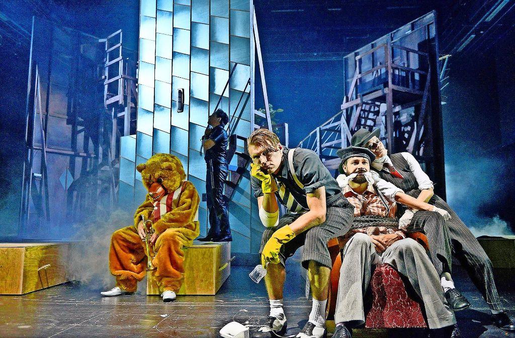 Vom Wahnsinn erschlagen (von links): Sebastian Röhrle,  Ferdinand  Lehmann, Christian Schneeweiß, Manolo Bertling und  Astrid Meyerfeldt Foto: Stöß