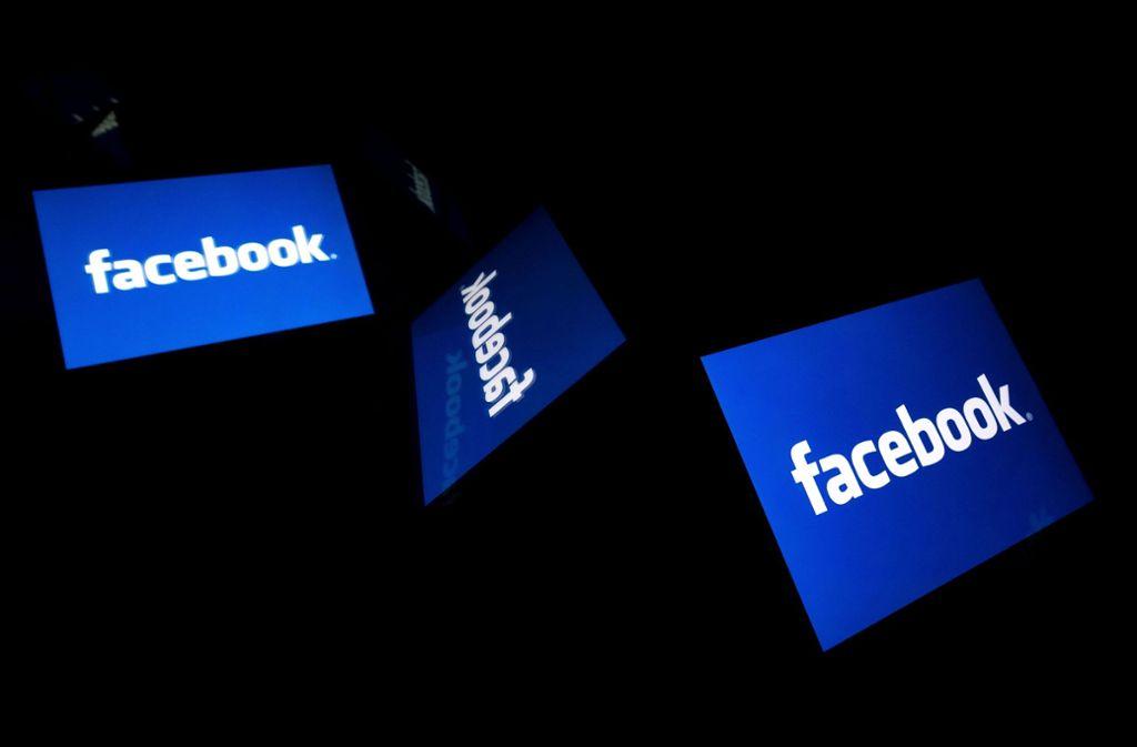 Facebook will organisierten Hassgruppen das Leben schwer machen. (Symbolbild) Foto: AFP