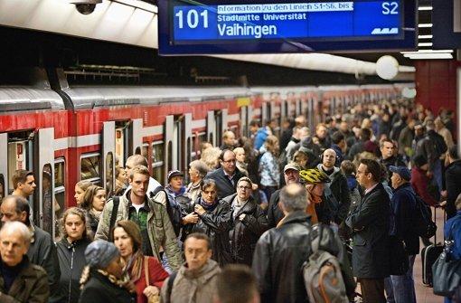 Zu den Staus im Stuttgarter Feierabendverkehr kommen Störungen im S-Bahn-Betrieb. Und das am Warnstreik-Tag ... weitere Bilder zeigen wir in der folgenden Fotostrecke. Foto: Steinert