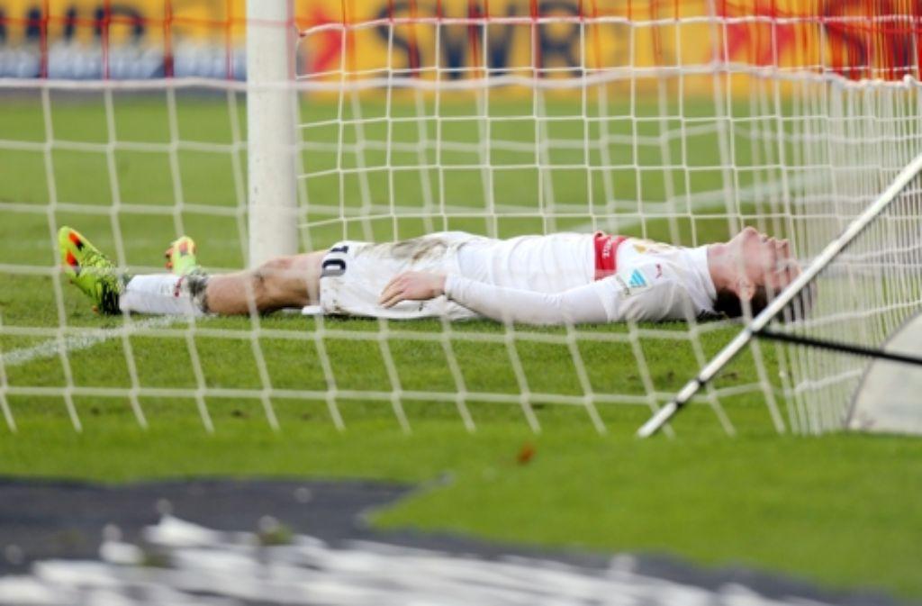 Timo Werner, der Schütze zum 1:0-Führungstreffer (18. Minute) liegt nach einer vergebenen Chance enttäuscht auf dem Spielfeld in der Stuttgarter Mercedes-Benz-Arena. Foto: Pressefoto Baumann