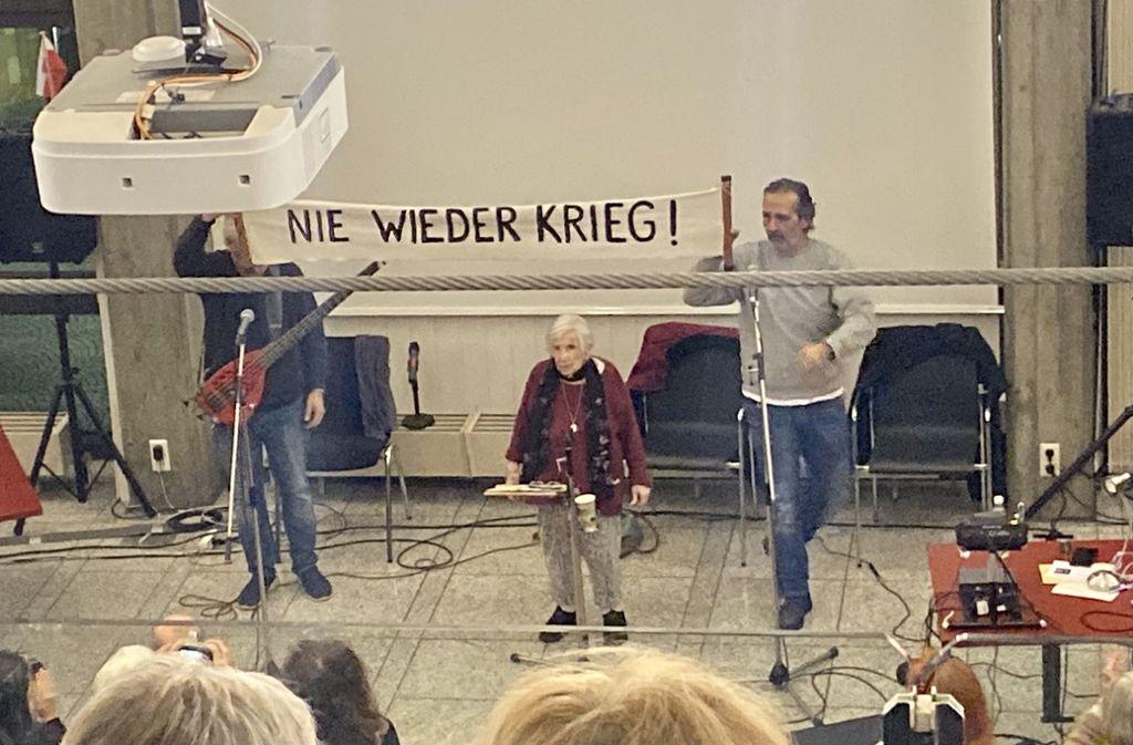 Die Auschwitz-Überlebende Esther Bejarano zog die Zuhörer in ihren Bann. Foto: STZN/Jan Sellner