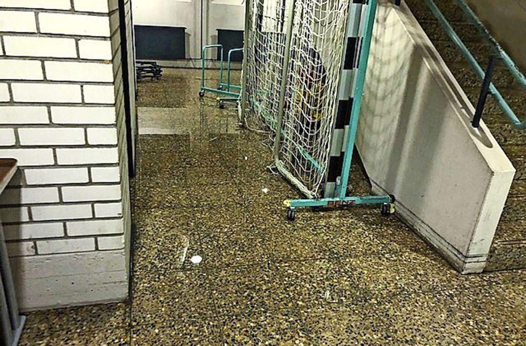In manchen Räumen stand das Wasser mehrere Zentimeter hoch – der Schaden führt zur Sperrung. Foto: Stadt Gerlingen, factum/Simon Granville