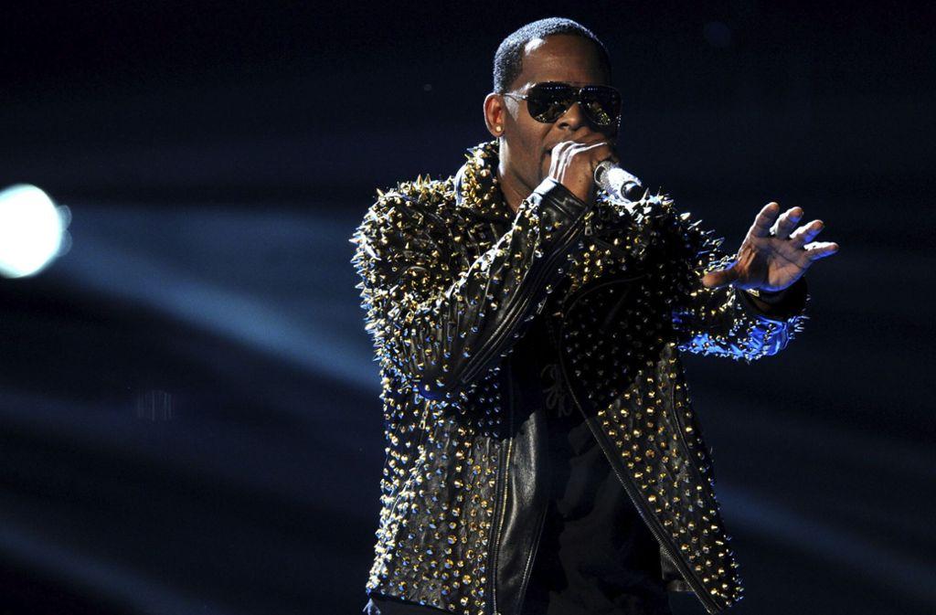 Der Sänger R. Kelly sieht sich Missbrauchsvorwürfen ausgesetzt. Foto: Invision