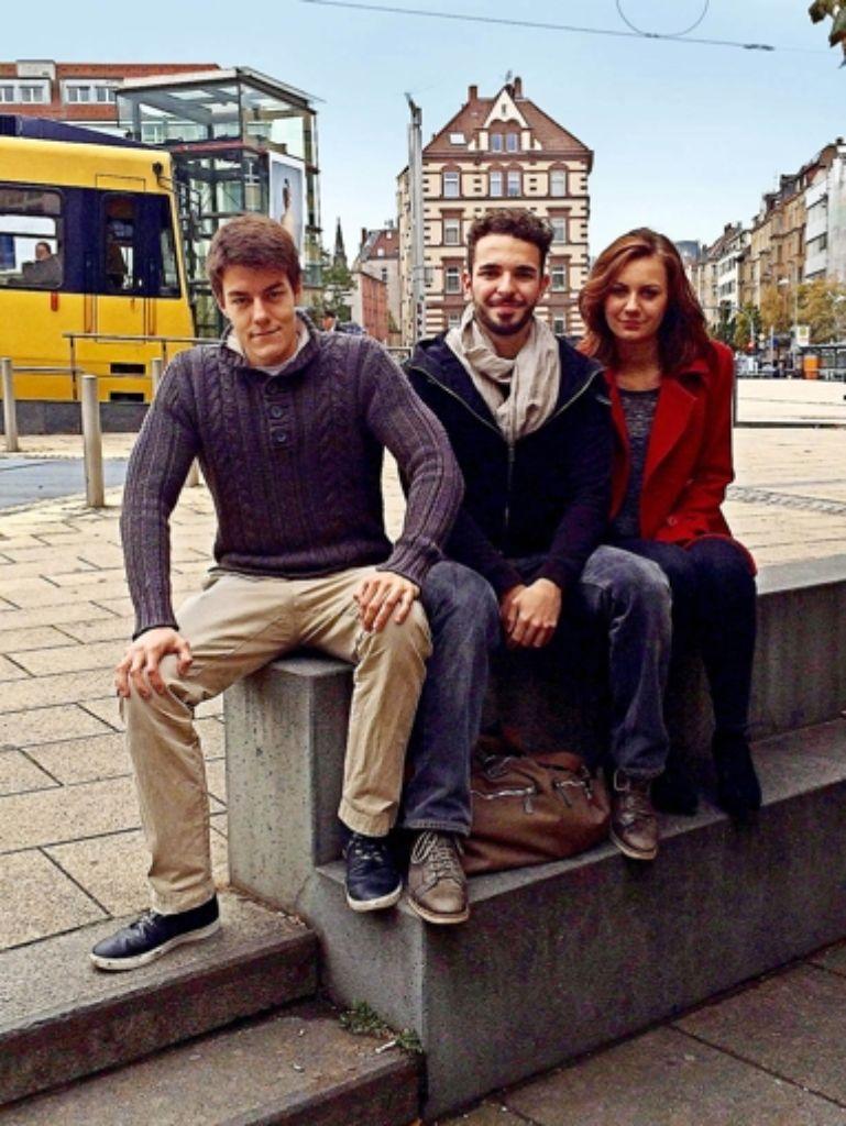 Nik Messerschmidt (links), Samuel Baur und Jugendrätin Amelie Brey wünschen sich im Stadtbezirk Süd einen Calisthenics-Park. Foto: Nina Ayerle