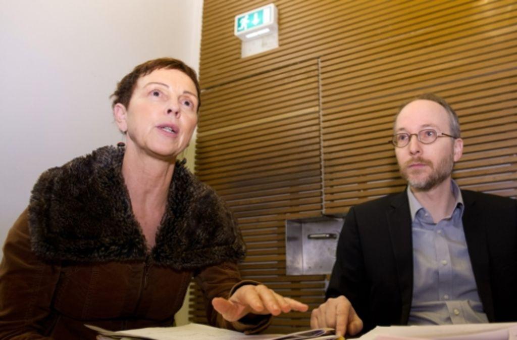 Sabine Leidig (Linke) und Matthias Gastel (Grüne) haben die gemeinsame Initiative zu Stuttgart 21 am Freitag vorgestellt. Foto: dpa