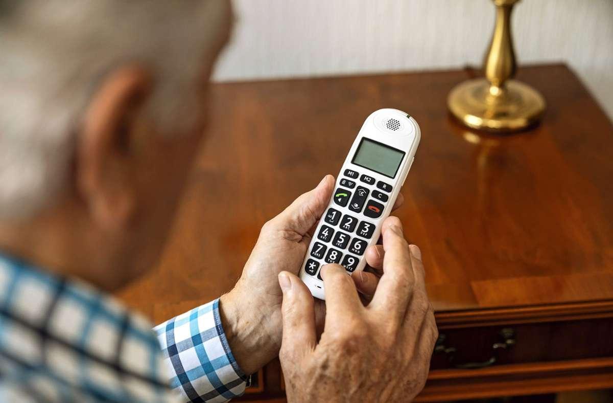 Die Gefahr lauert oft im Telefonanruf – doch Vorsicht, wenn hohe Geldsummen im Spiel sind. Foto: polizeiberatung.de/Maik Goering