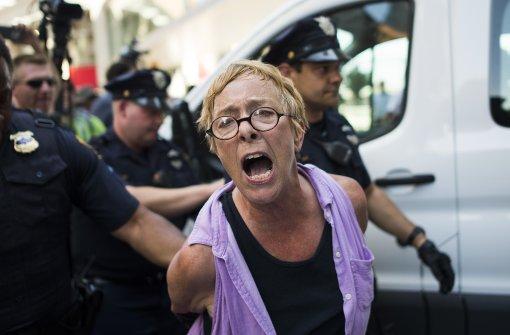 Polizei nimmt bei Protesten 17 Menschen fest