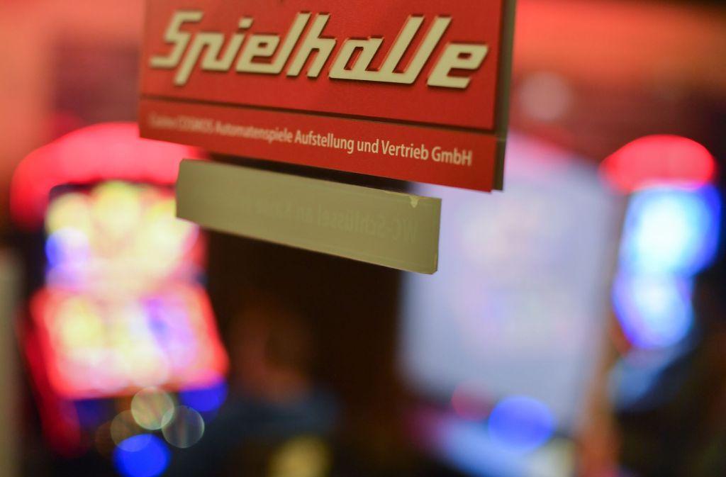 Automaten geknackt und Geld mitgenommen: Unbekannte haben eine Spiehalle in Renningen heimgesucht. Foto: dpa