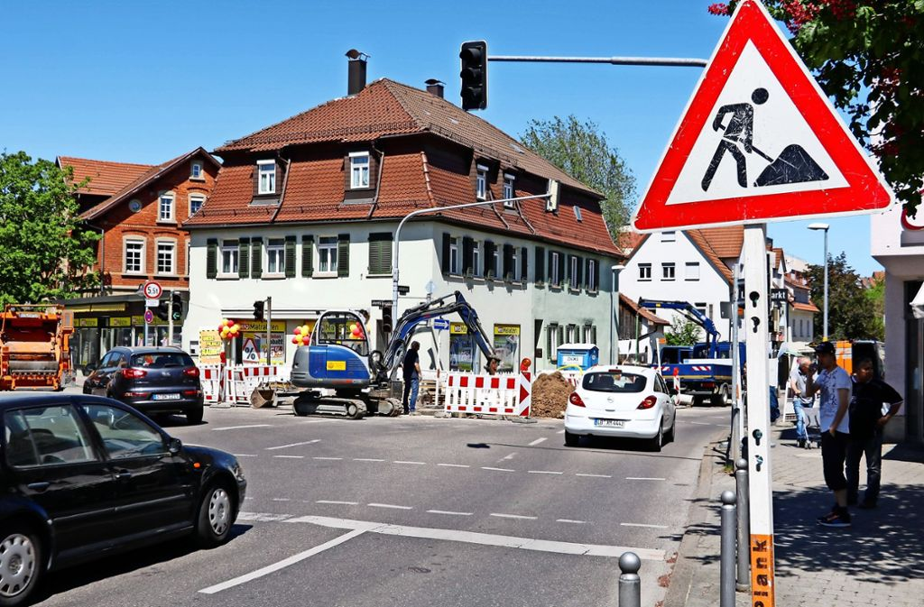 An der Kreuzung Glemsgaustraße/Solitudestraße wird momentan gebaut, was zu Rückstaus führt. Foto: Georg Linsenmann